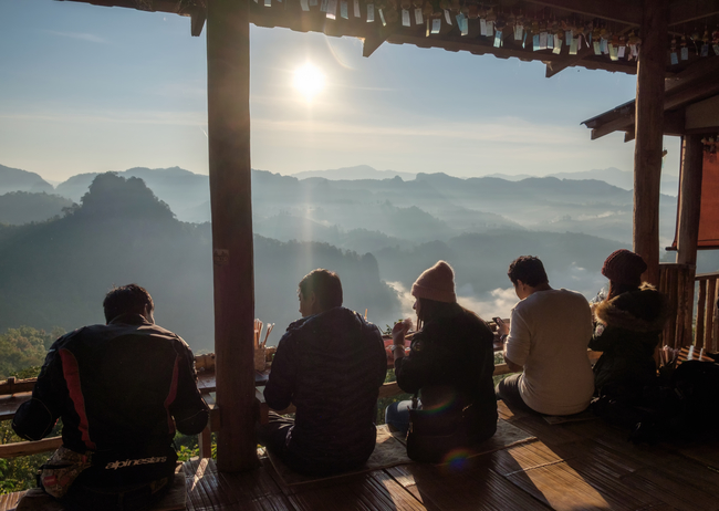Best places to view the sea of mist in Thailand: The coolest way to eat noodles. Try it at Ban Jabo in Mae Hongson.