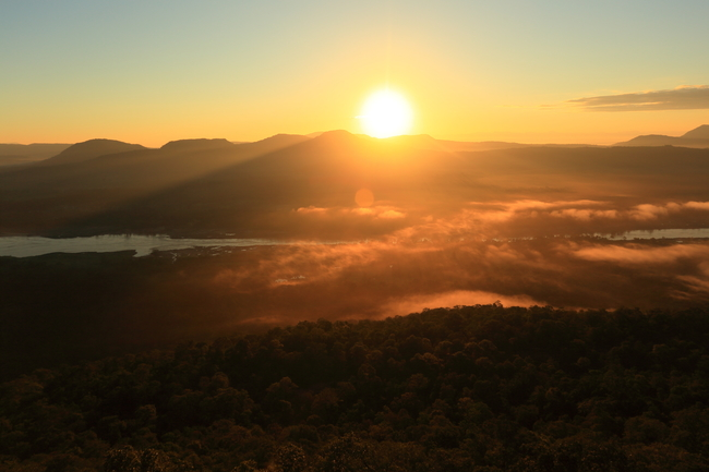 Best places to view the sea of mist in Thailand: The first light at Pha Chanadai in Ubon Ratchathani