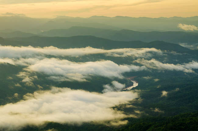 Best places to view the sea of mist in Thailand: Tranquility at the top of Doi Samer Doi in Nan