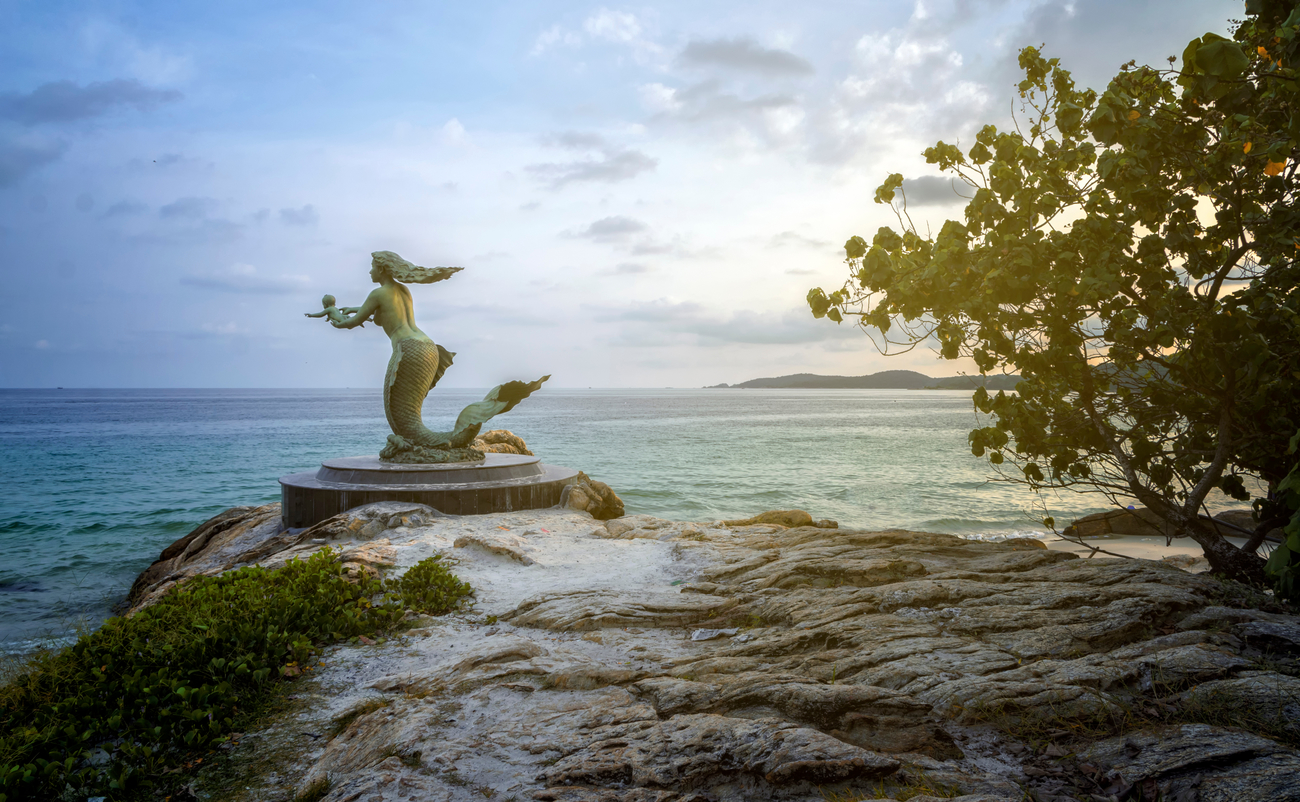 Best islands near Bangkok: Mermaid statue on Koh Samet, Rayong