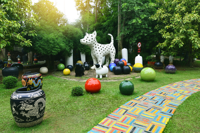Things to do in Ratchaburi, Thailand: Everything is possible in this ceramics jungle, Tao Hong Tai Ceramics Factory