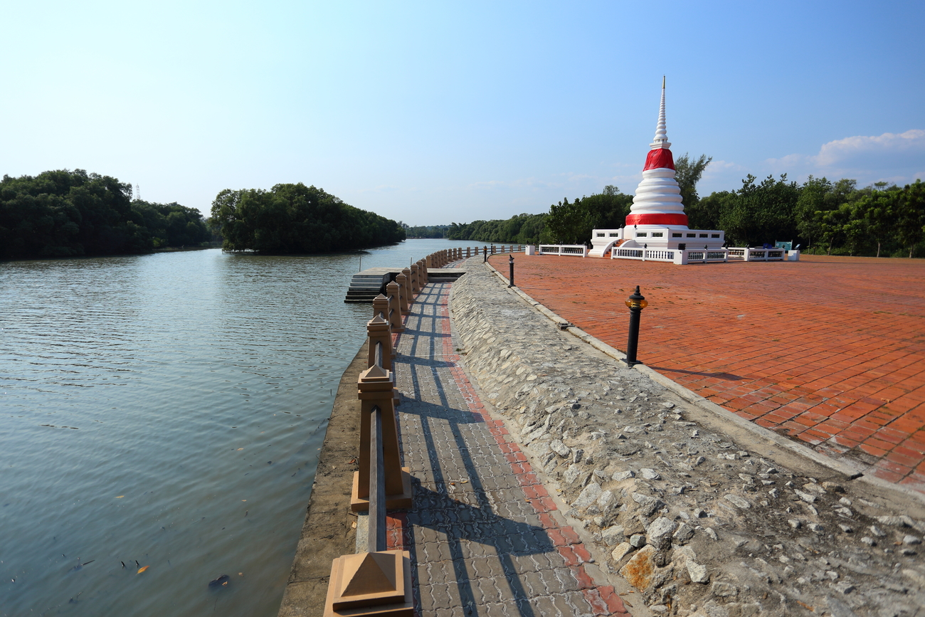 Things to do in Rayong, Thailand: Phra Chedi Klang Nam by the river