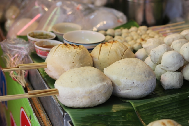 Things to do in Suphan Buri, Thailand: Sam Chuk Market, where one meatball could be enough for lunch