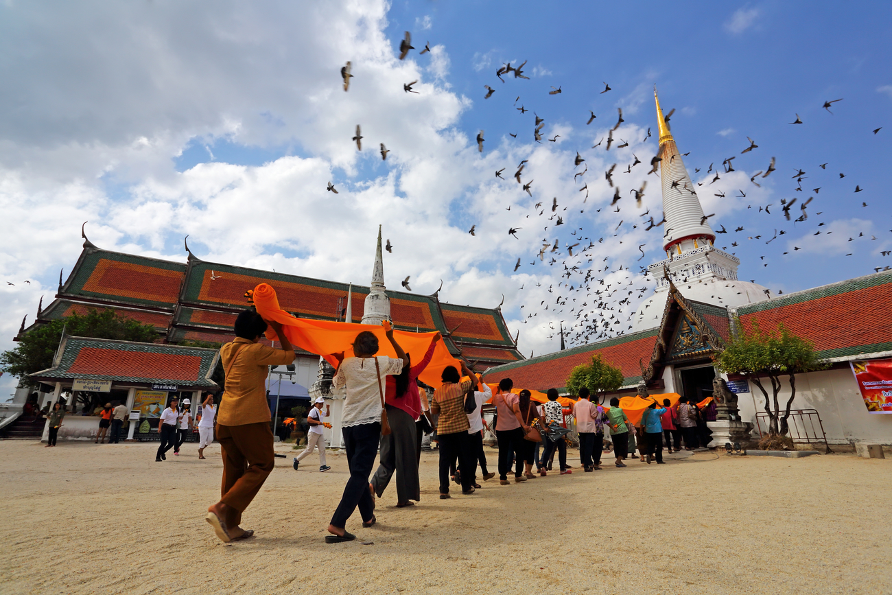 Things to do in Nakhon Si Thammarat, Thailand: The cloth parade to the stupa at Wat Phra Mahathat