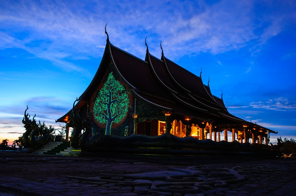 Things to Do in Ubon Ratchathani, Thailand: The Glowing Temple